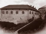 Блед замък