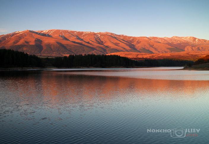 Dushantsi dam at sunset