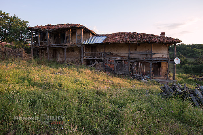 Родопска утрин, стара къща