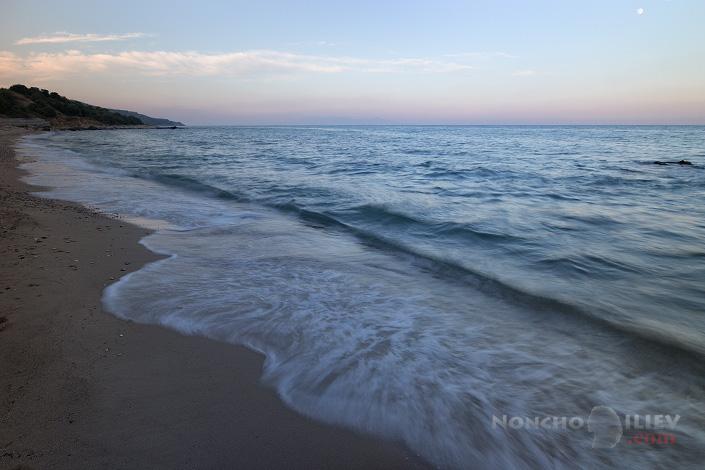 самотен плаж залез