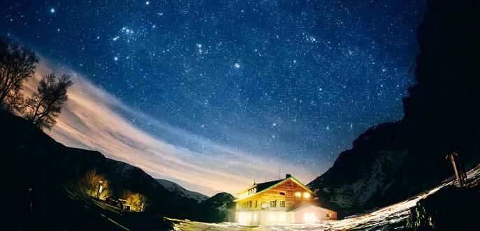 хижа рай през нощта