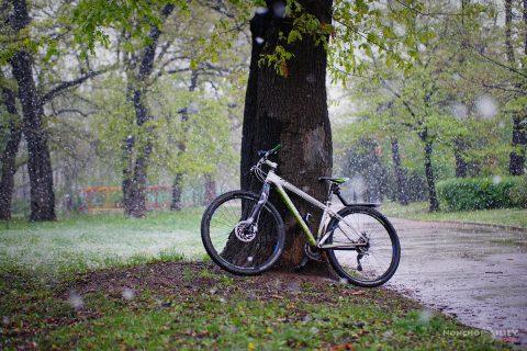 с колело в снега април