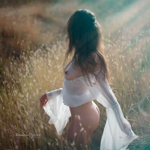 лято светлина голо женско тяло