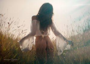 лято светлина женско тяло