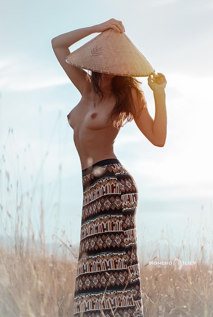 лято светлина женско тяло конусовидна шапка