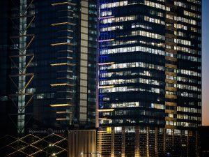 модерни бизнес сгради прозорци
