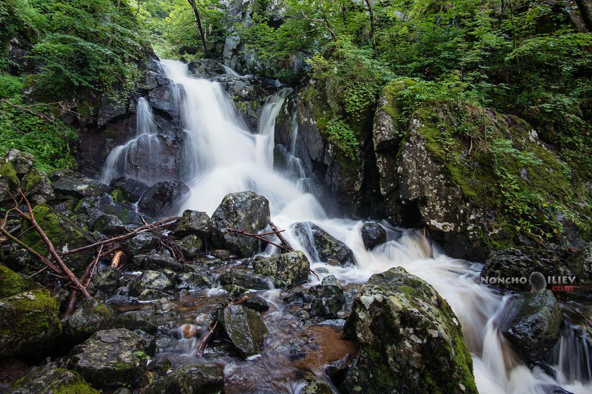 над Боянският водопад
