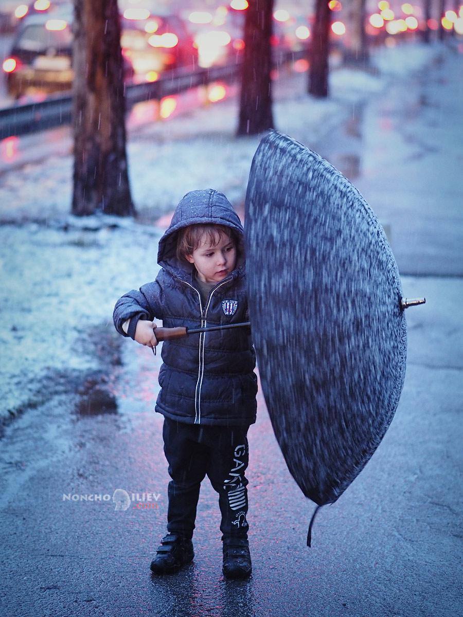дете с чадър