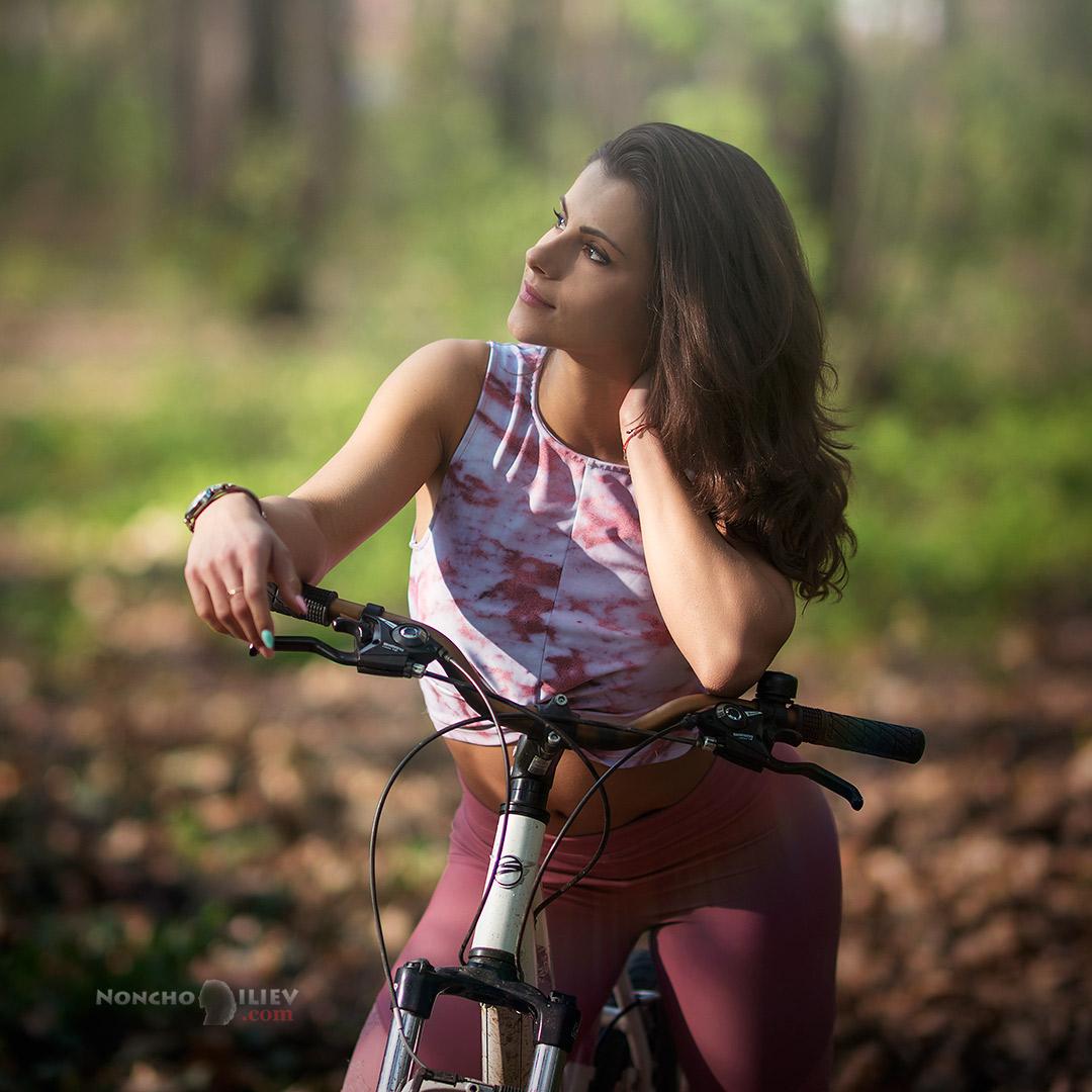 с велосипед на слънце
