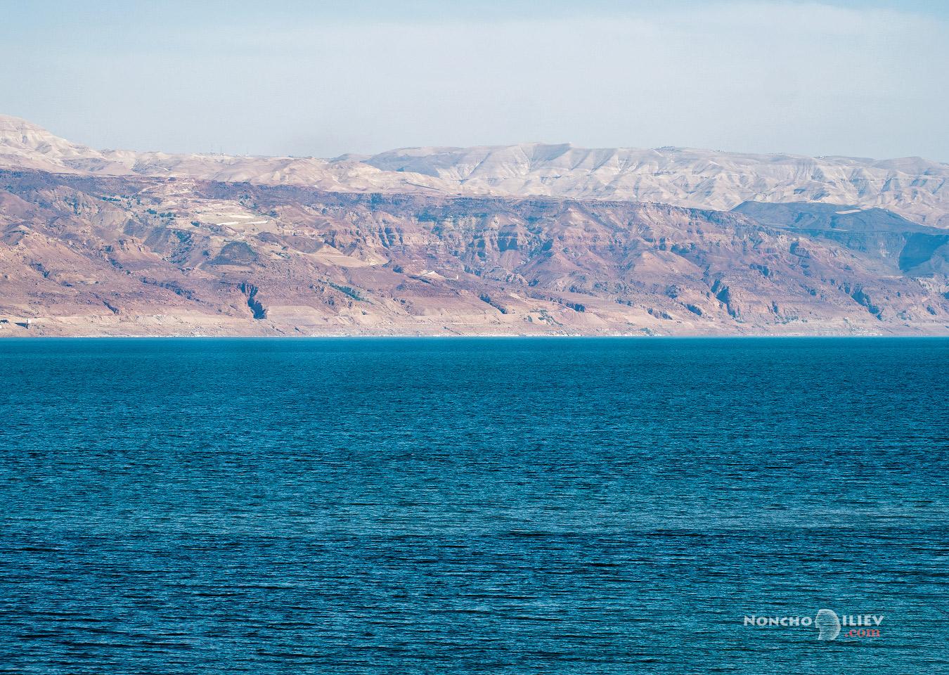 Мъртво море и Йордания отсреща