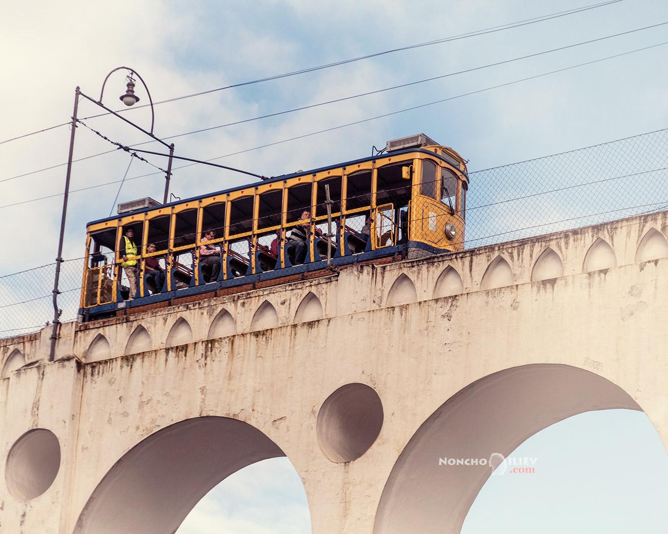 Кариока виадукт с трамвай, Рио де Жанейро