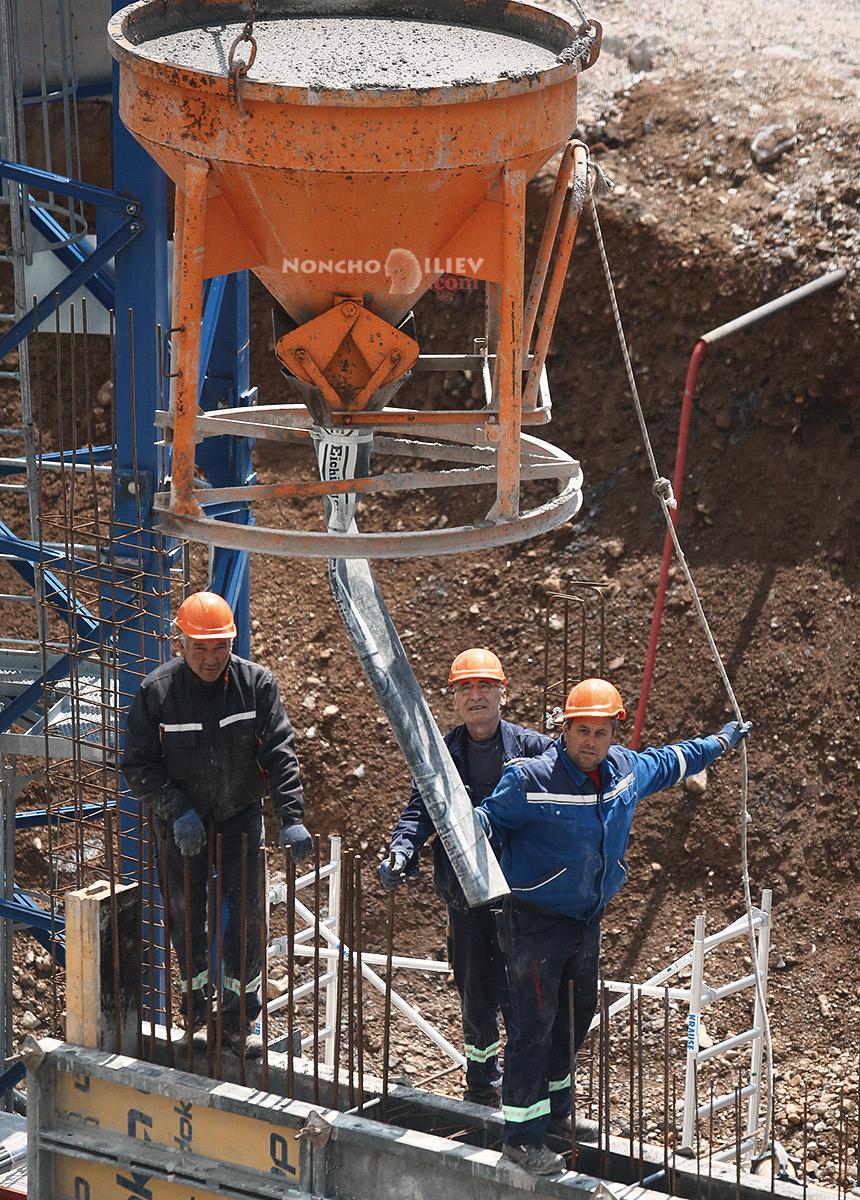 строителите